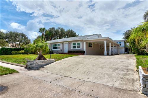 Photo of 846 Banyan Road, Vero Beach, FL 32963 (MLS # RX-10695096)