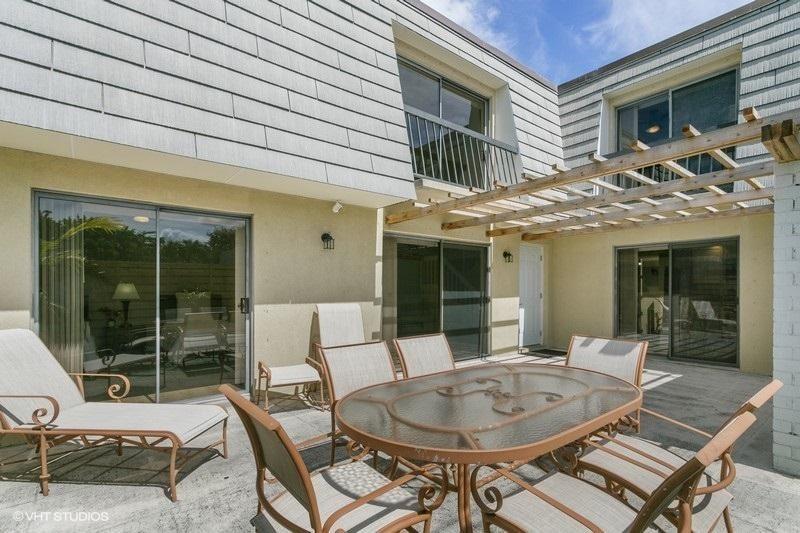 Photo of 915 9th Terrace, Palm Beach Gardens, FL 33418 (MLS # RX-10619100)