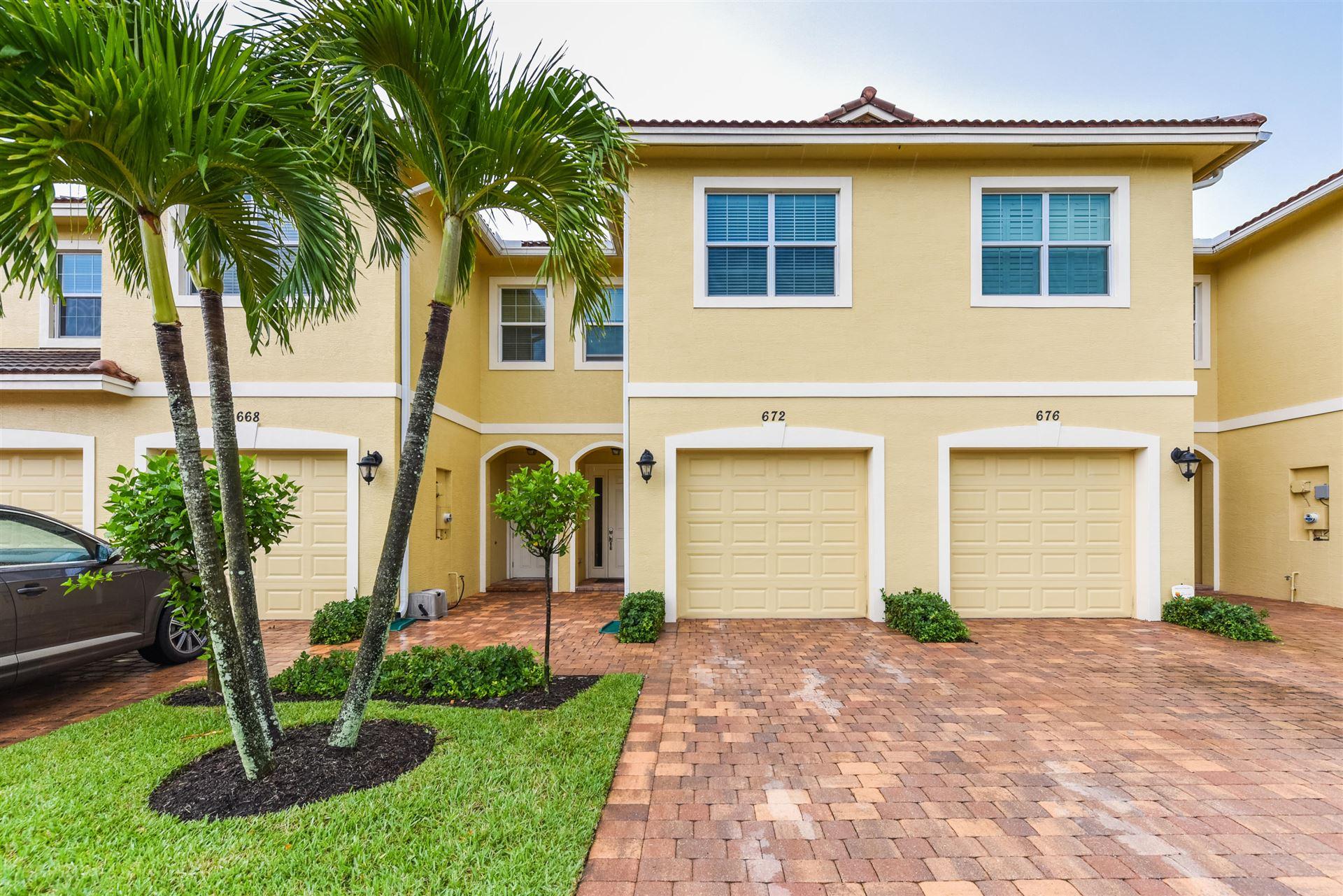 672 SW Glen Crest Way, Stuart, FL 34997 - #: RX-10653121