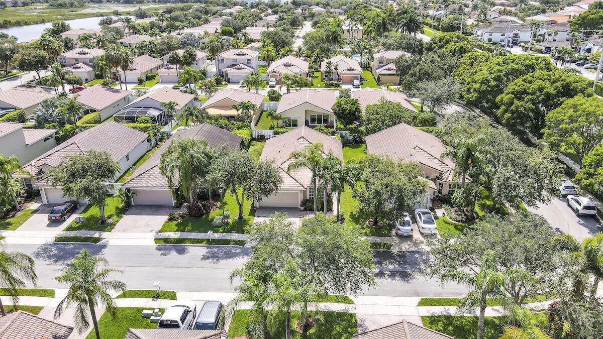 Photo of 809 SW 121st Avenue, Pembroke Pines, FL 33025 (MLS # RX-10732123)