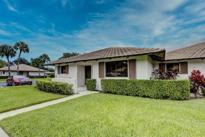 Photo of 801 Club Drive, Palm Beach Gardens, FL 33418 (MLS # RX-10656127)