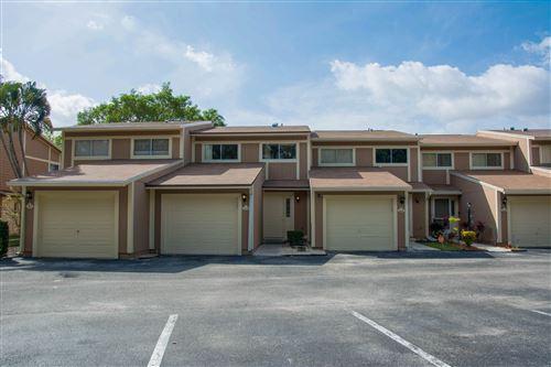 Photo of 62 Maplecrest Circle, Jupiter, FL 33458 (MLS # RX-10607143)