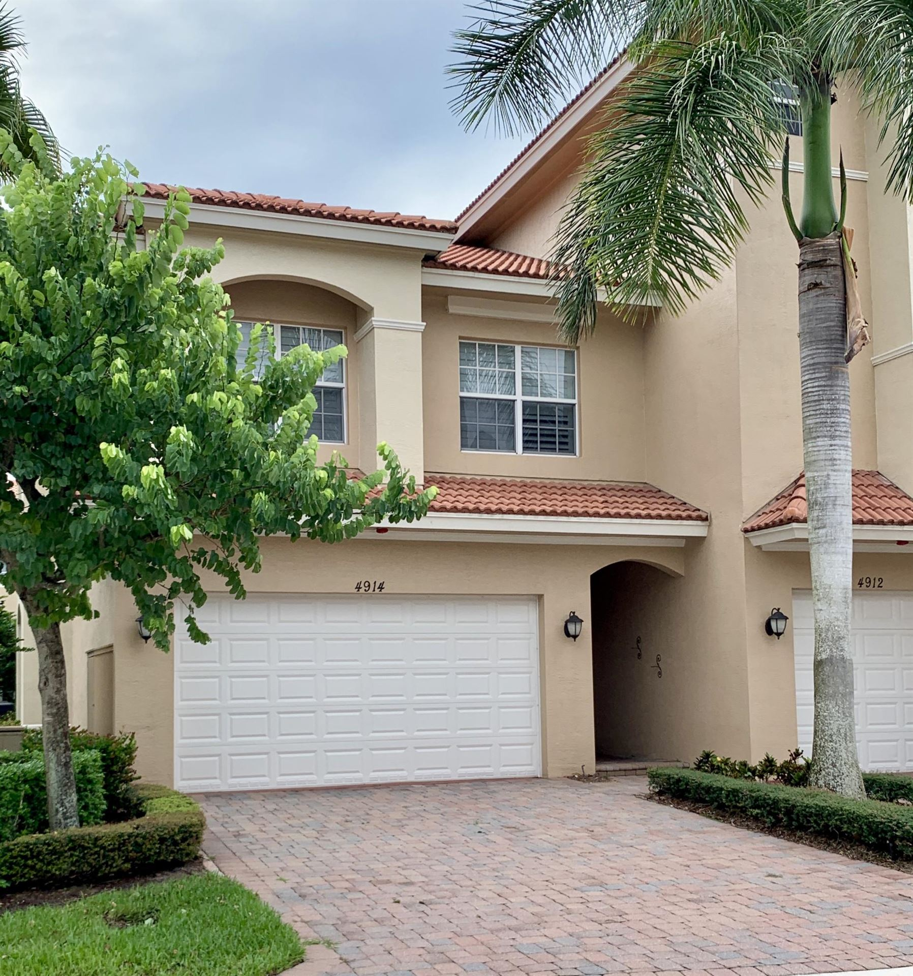 Photo of 4914 Vine Cliff Way E, Palm Beach Gardens, FL 33418 (MLS # RX-10747145)