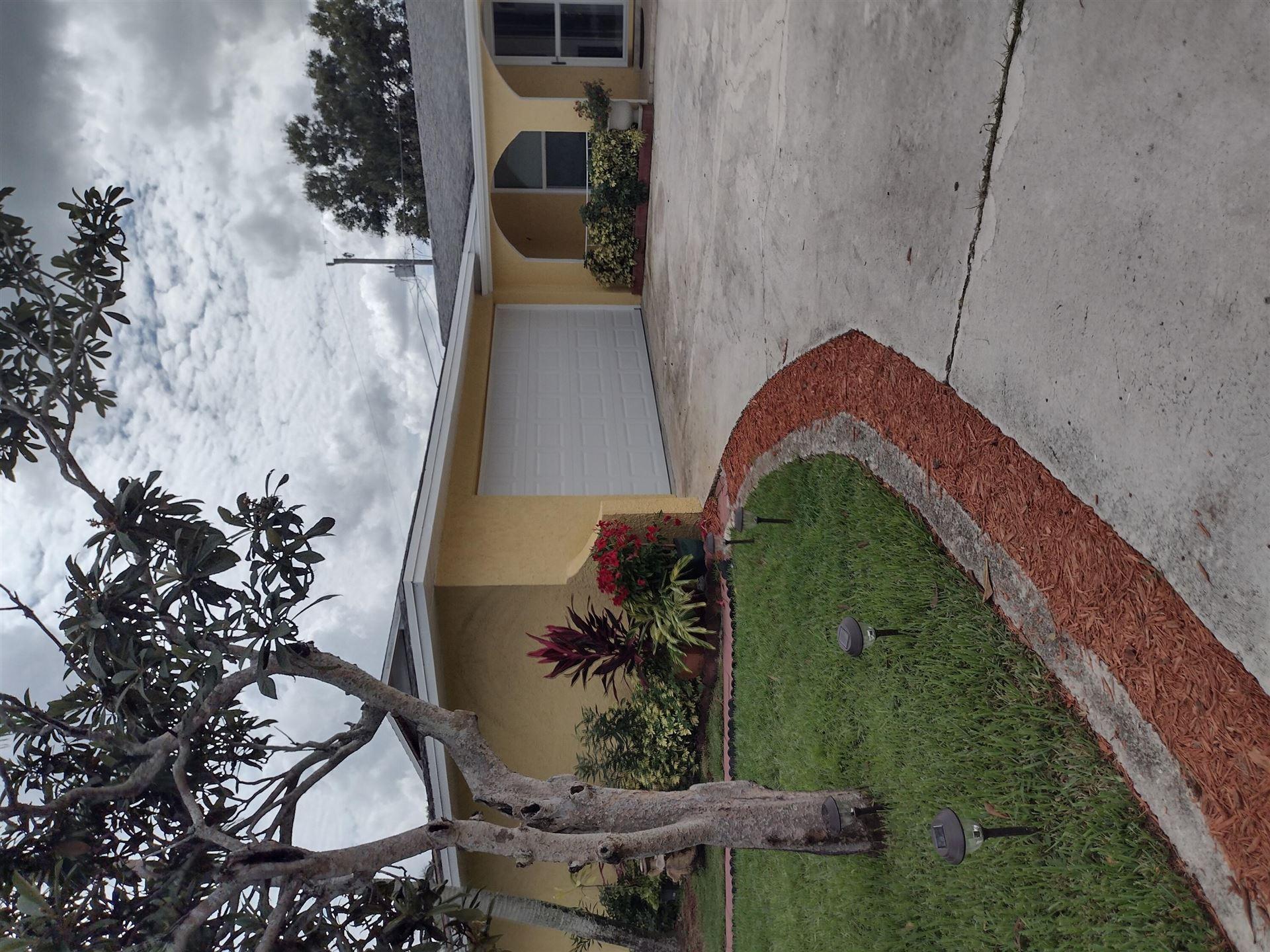 558 SE Floresta Drive, Port Saint Lucie, FL 34983 - #: RX-10751146