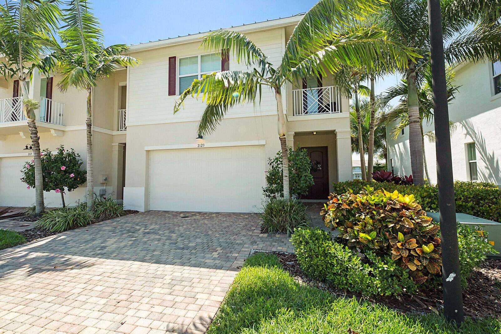 Photo of 2123 Wells Place, Palm Beach Gardens, FL 33418 (MLS # RX-10709165)