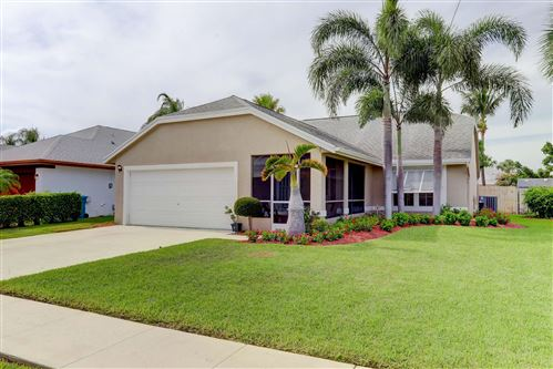 Photo of 26 Heather Cove Drive, Boynton Beach, FL 33436 (MLS # RX-10627171)
