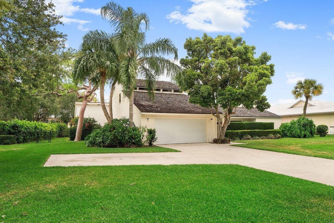 Photo of 5165 Woodland Lakes Drive, Palm Beach Gardens, FL 33418 (MLS # RX-10716188)