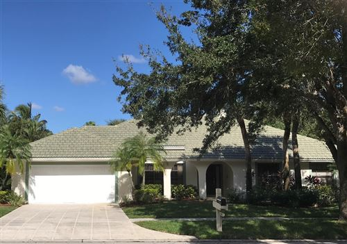 Photo of 6661 Lakeland Court, Jupiter, FL 33458 (MLS # RX-10577197)