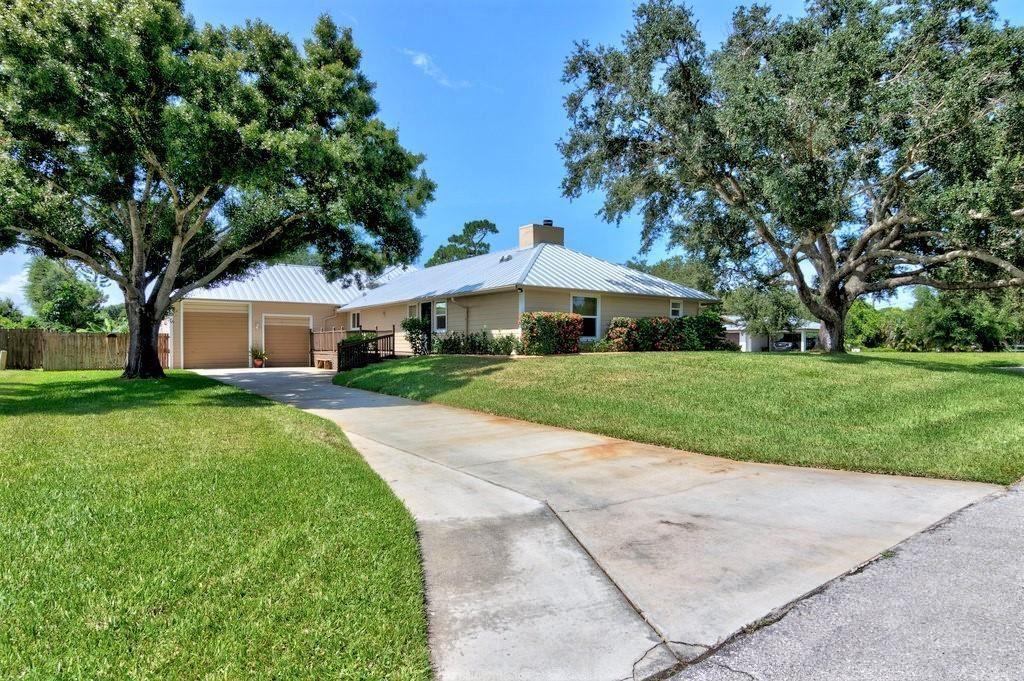 Photo of 28 Sunset Drive, Sebastian, FL 32958 (MLS # RX-10742205)