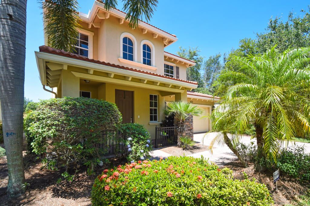 Photo of 633 Castle Drive, Palm Beach Gardens, FL 33410 (MLS # RX-10722209)