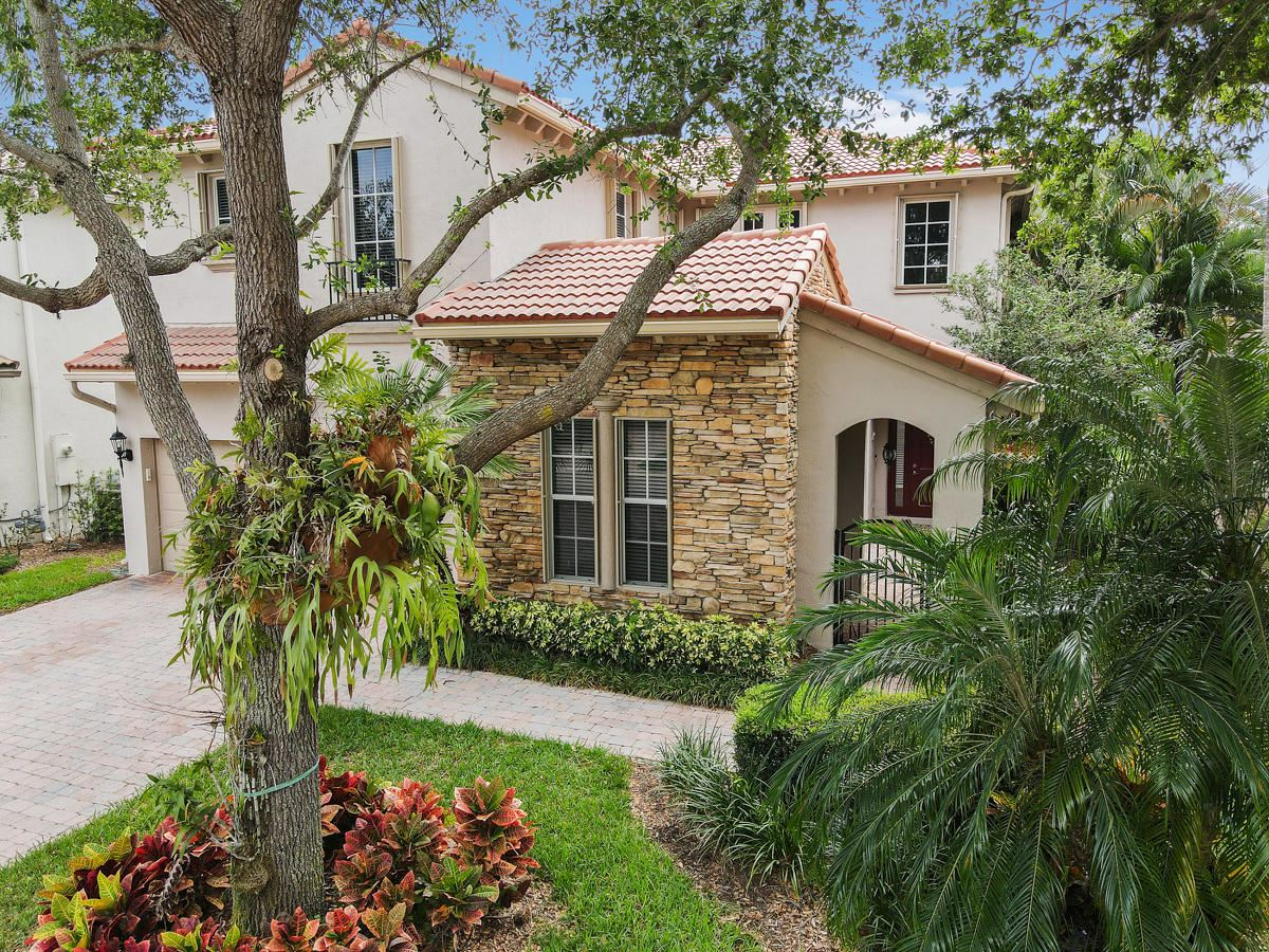 Photo of 726 Bocce Court, Palm Beach Gardens, FL 33410 (MLS # RX-10705210)