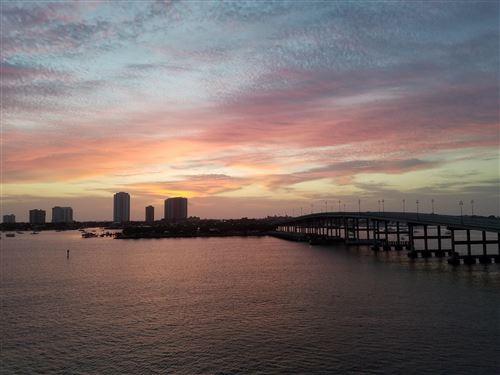 Foto de inmueble con direccion 2640 Lake Shore Drive #611 Riviera Beach FL 33404 con MLS RX-10625211