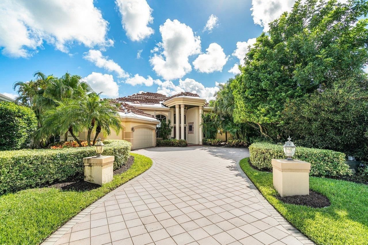 Photo of 13 Saint James Drive, Palm Beach Gardens, FL 33418 (MLS # RX-10672221)