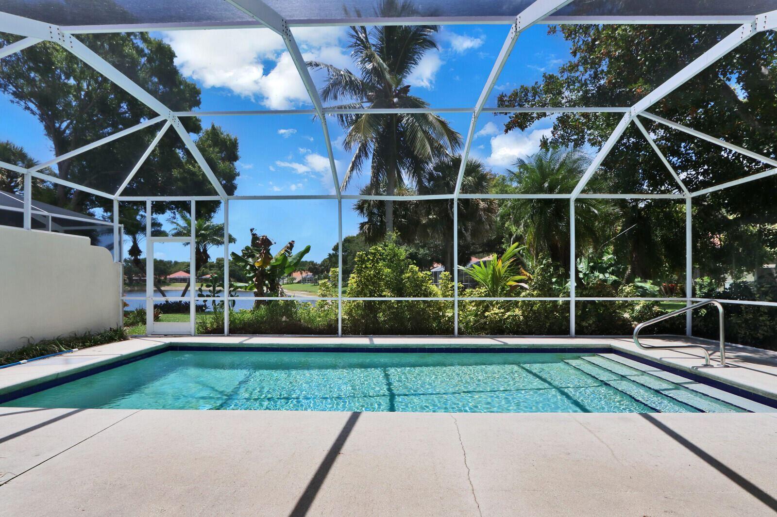 Photo of 200 E Tall Oaks Circle, Palm Beach Gardens, FL 33410 (MLS # RX-10724221)