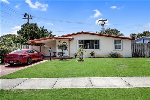 Photo of 5601 NE 9 Avenue, Oakland Park, FL 33334 (MLS # RX-10714225)