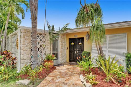 Photo of 902 SW 27th Way, Boynton Beach, FL 33435 (MLS # RX-10716228)
