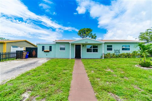 Photo of 550 SW 11th Street, Deerfield Beach, FL 33441 (MLS # RX-10726236)
