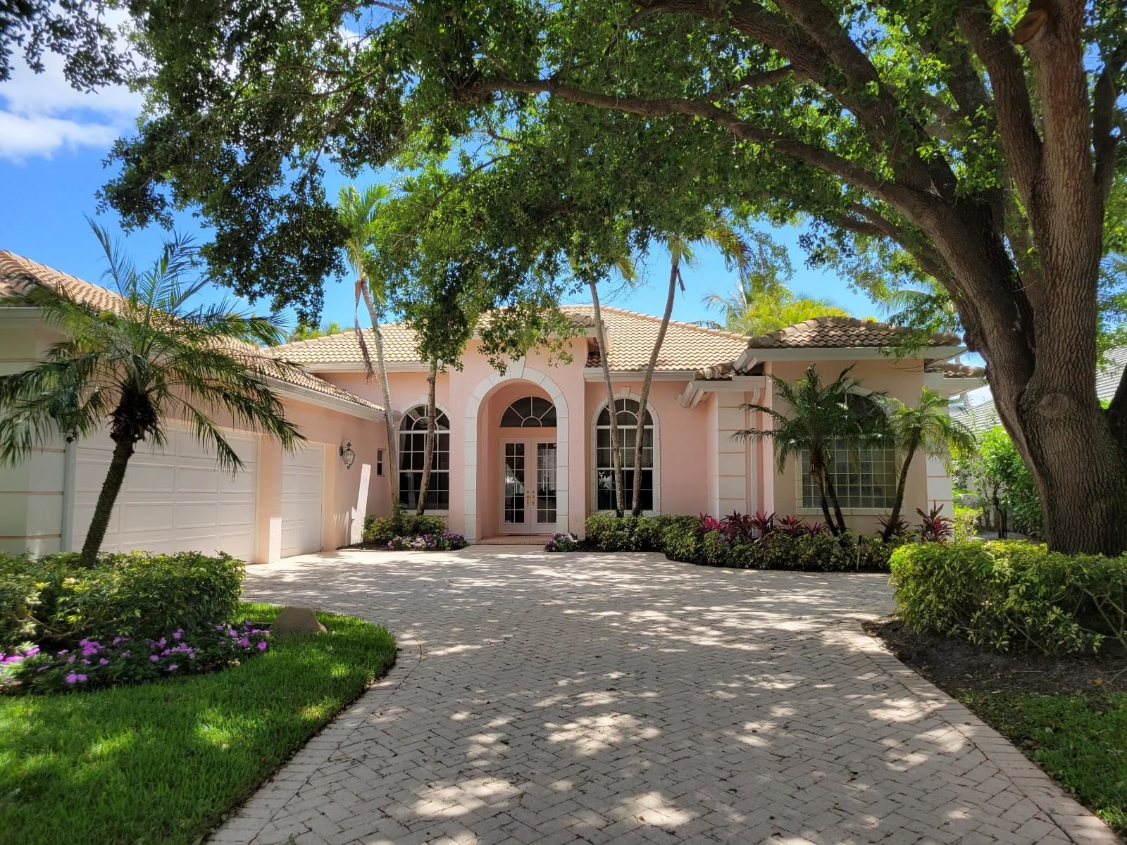 Photo of 4 Bermuda Lake Drive, Palm Beach Gardens, FL 33418 (MLS # RX-10705236)
