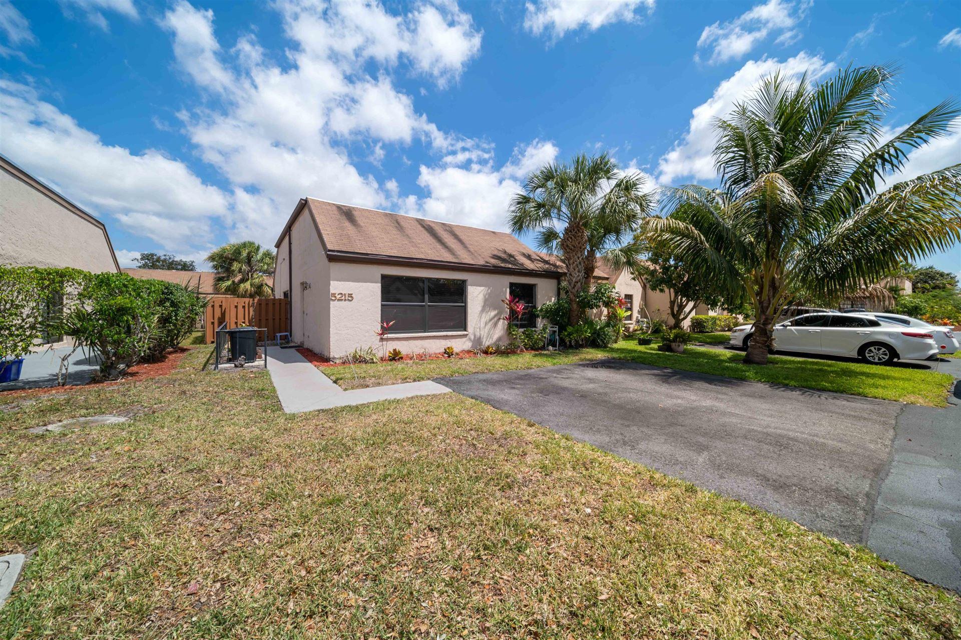 Photo of 5215 Tarregon Lane, Palm Beach Gardens, FL 33418 (MLS # RX-10708242)