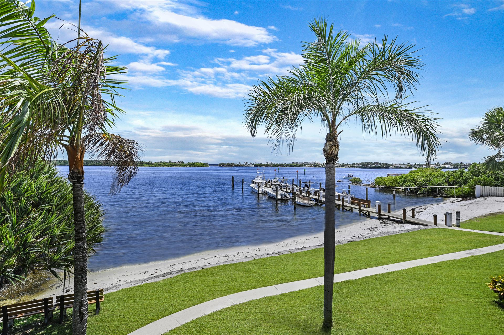 Photo of 742 NE 20th Lane, Boynton Beach, FL 33435 (MLS # RX-10645252)