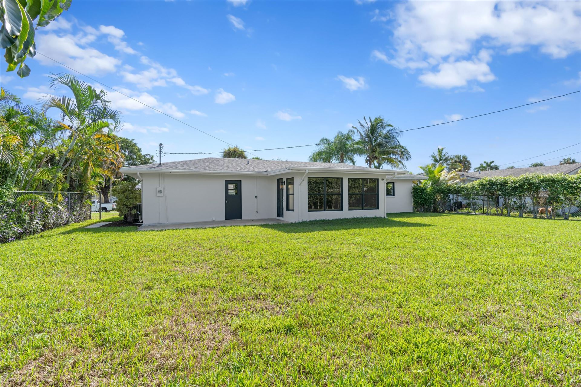 Photo of 9943 Dogwood Avenue, Palm Beach Gardens, FL 33410 (MLS # RX-10746258)