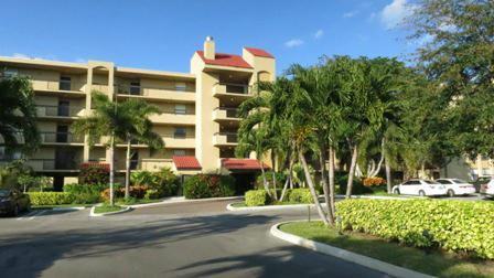 Photo of 825 Egret Circle #209, Delray Beach, FL 33444 (MLS # RX-10583261)