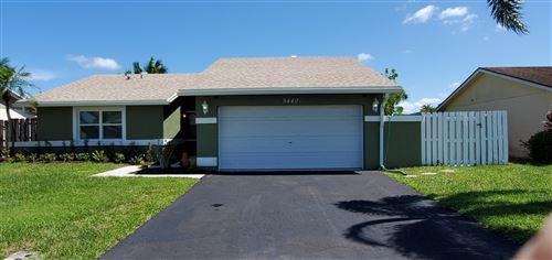 Photo of 9440 Saddlebrook Drive, Boca Raton, FL 33496 (MLS # RX-10733264)