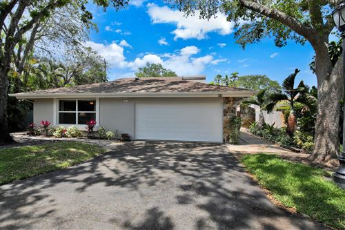Photo of 69 Hickory Road #69, Hollywood, FL 33021 (MLS # RX-10614266)