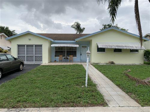 Photo of 22708 SW 64th Way, Boca Raton, FL 33428 (MLS # RX-10629269)