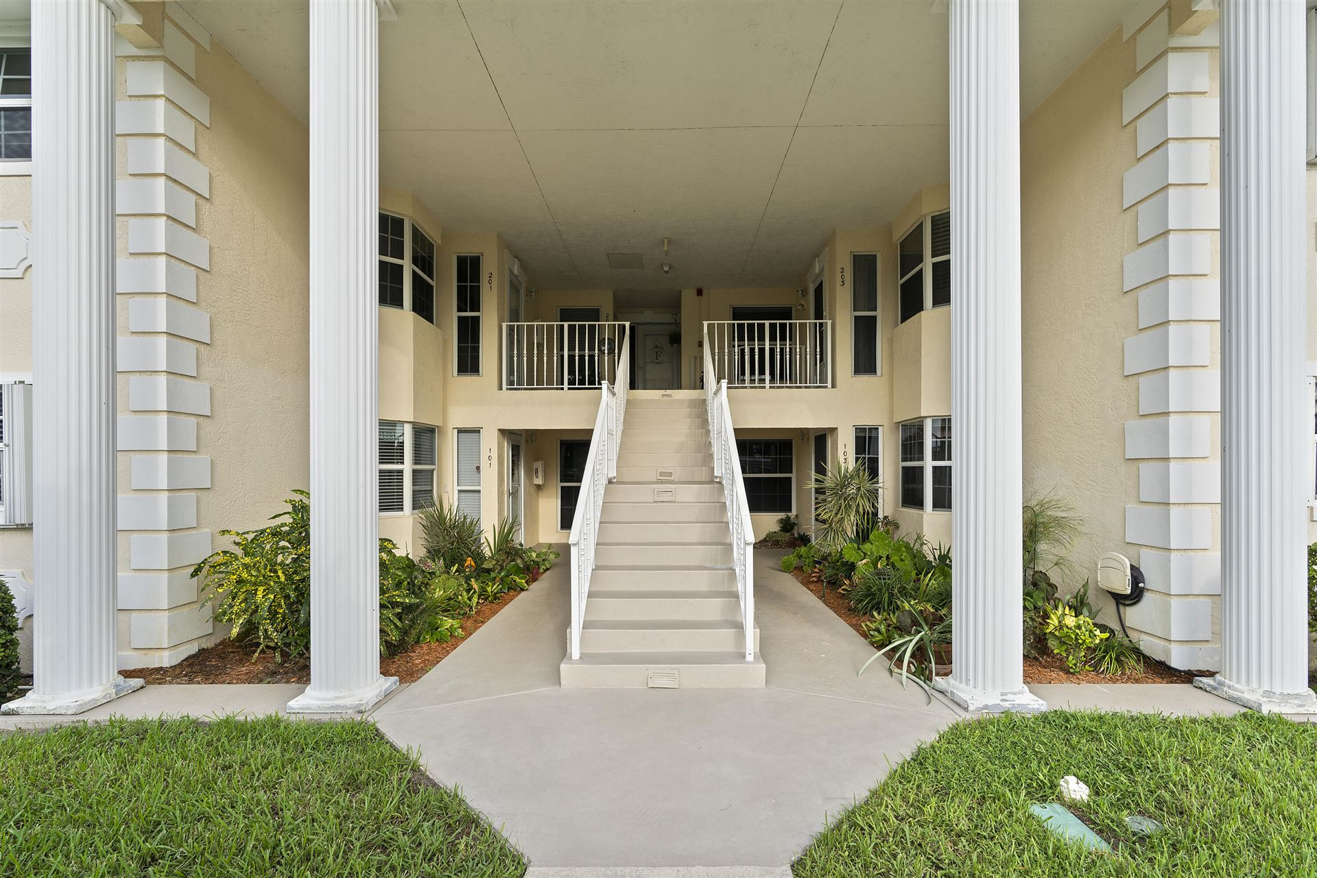 Photo of 500 Grove Isle Circle #103, Vero Beach, FL 32962 (MLS # RX-10747281)