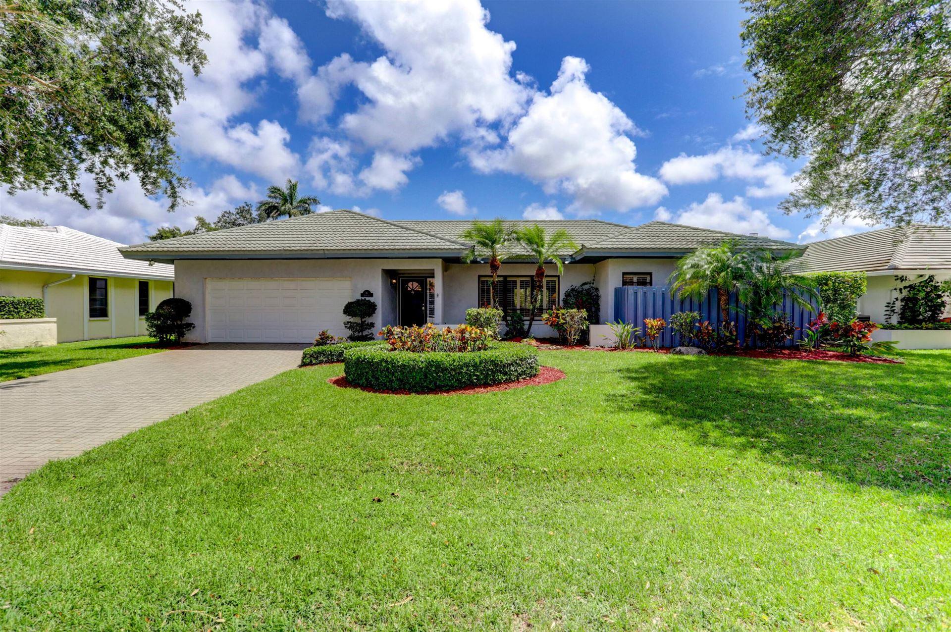 Photo of 16 Glengary Road, Palm Beach Gardens, FL 33418 (MLS # RX-10731285)