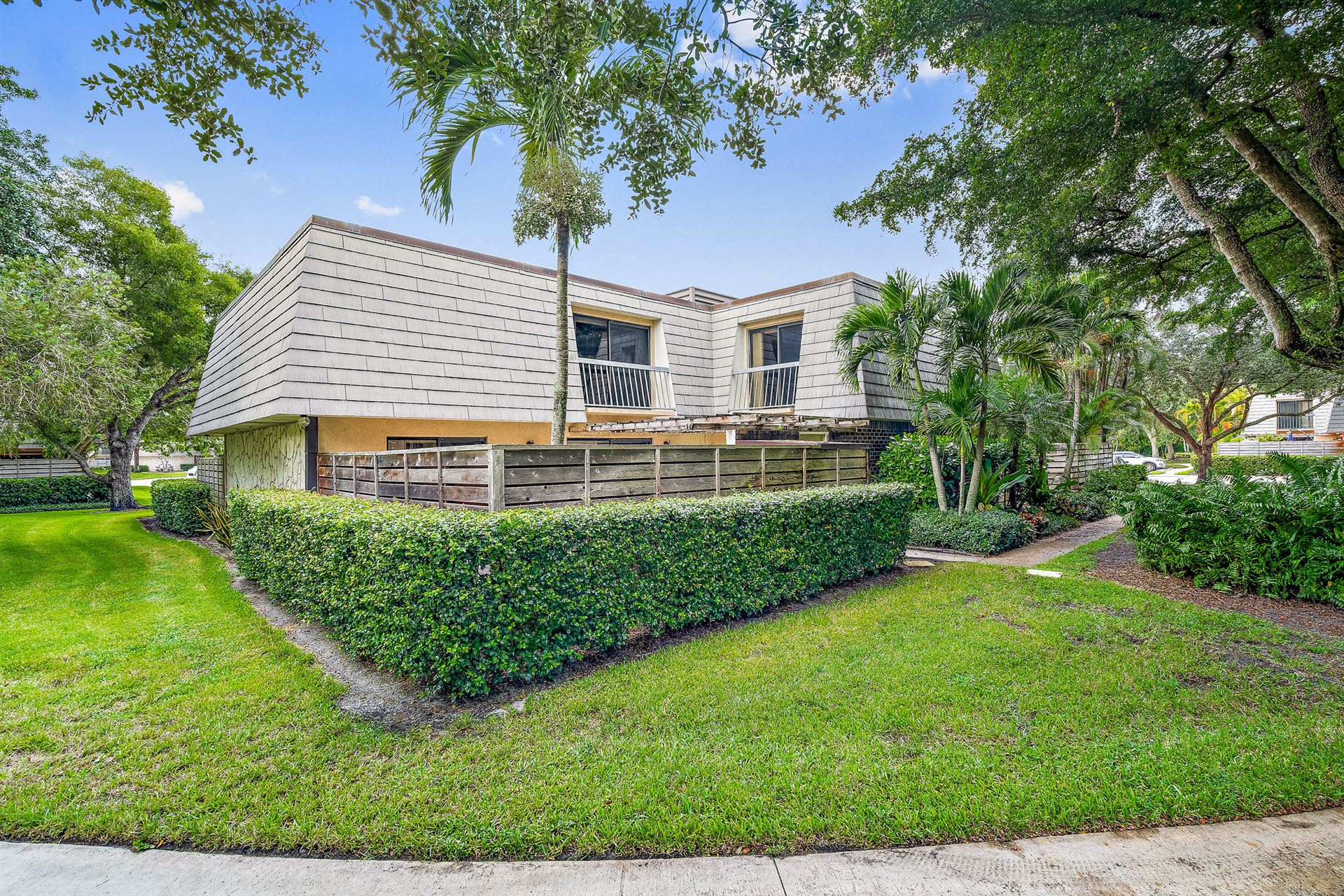 Photo of 1202 12th Terrace, Palm Beach Gardens, FL 33418 (MLS # RX-10649292)