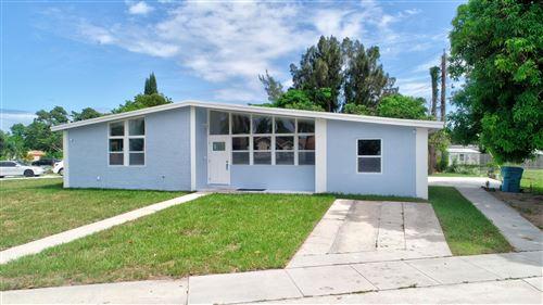 Photo of 200 SW 7th Street, Boynton Beach, FL 33426 (MLS # RX-10658296)