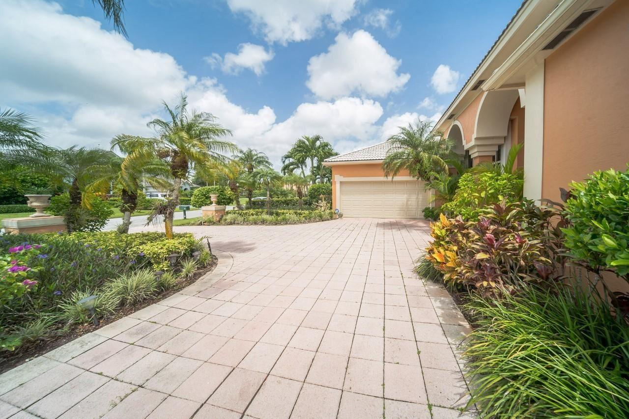 Photo of 10 Windward Isle, Palm Beach Gardens, FL 33418 (MLS # RX-10654296)
