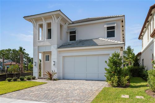 Photo of 150 Bonnette Hunt Club Lane, Palm Beach Gardens, FL 33418 (MLS # RX-10714300)