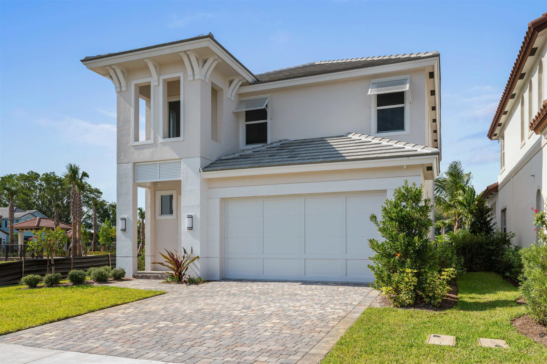Photo of 150 Bonnette Hunt Club Lane, Palm Beach Gardens, FL 33418 (MLS # RX-10714300)