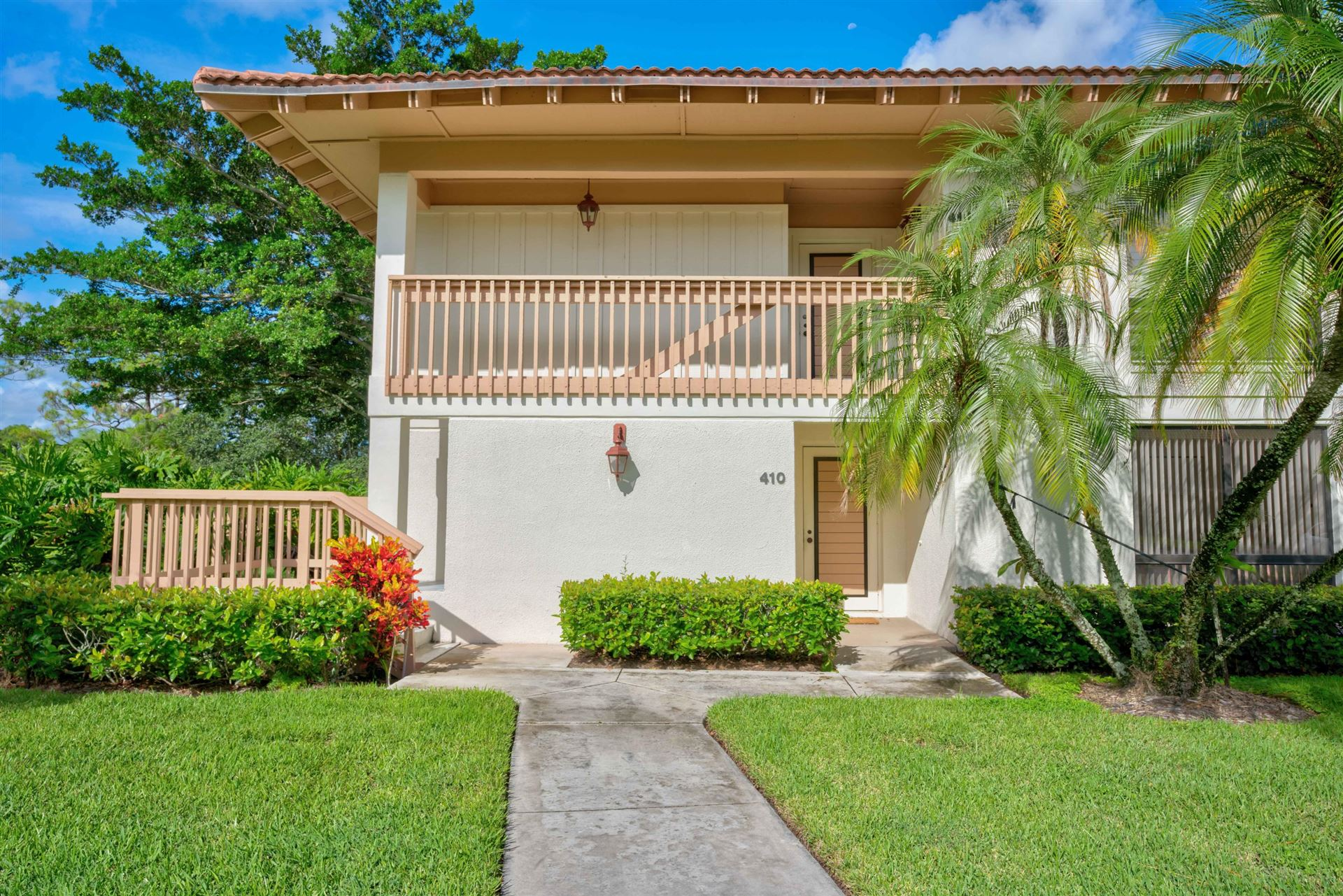 Photo of 410 Brackenwood Lane S, Palm Beach Gardens, FL 33418 (MLS # RX-10653305)