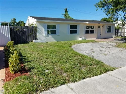 Photo of 1301 SW 46th Avenue, Fort Lauderdale, FL 33317 (MLS # RX-10580311)