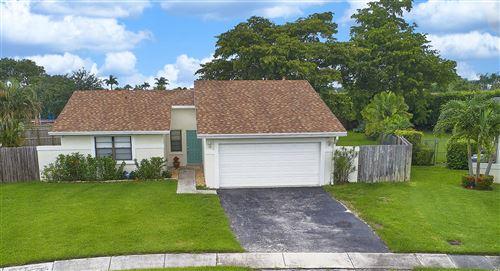Photo of 9699 Saddlebrook Drive, Boca Raton, FL 33496 (MLS # RX-10629327)