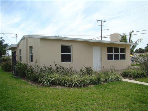 Photo of 568 Aspen Road, West Palm Beach, FL 33409 (MLS # RX-10703337)