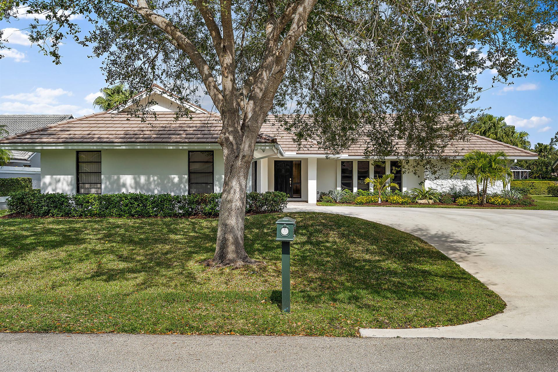 Photo of 10 Balfour Road E, Palm Beach Gardens, FL 33418 (MLS # RX-10740337)