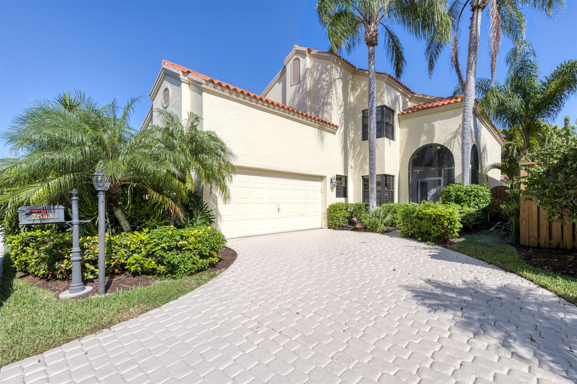 Photo of 2583 La Cristal Circle, Palm Beach Gardens, FL 33410 (MLS # RX-10671340)