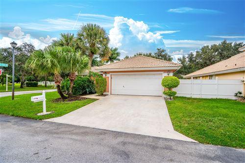 Photo of 2 Valencia Drive, Boynton Beach, FL 33436 (MLS # RX-10657342)