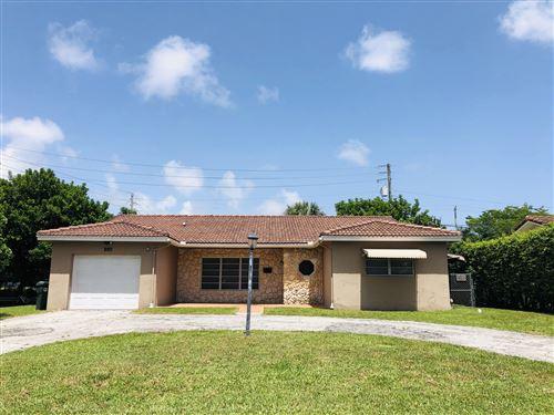 Photo of 899 NW 7th Street, Boca Raton, FL 33486 (MLS # RX-10652350)
