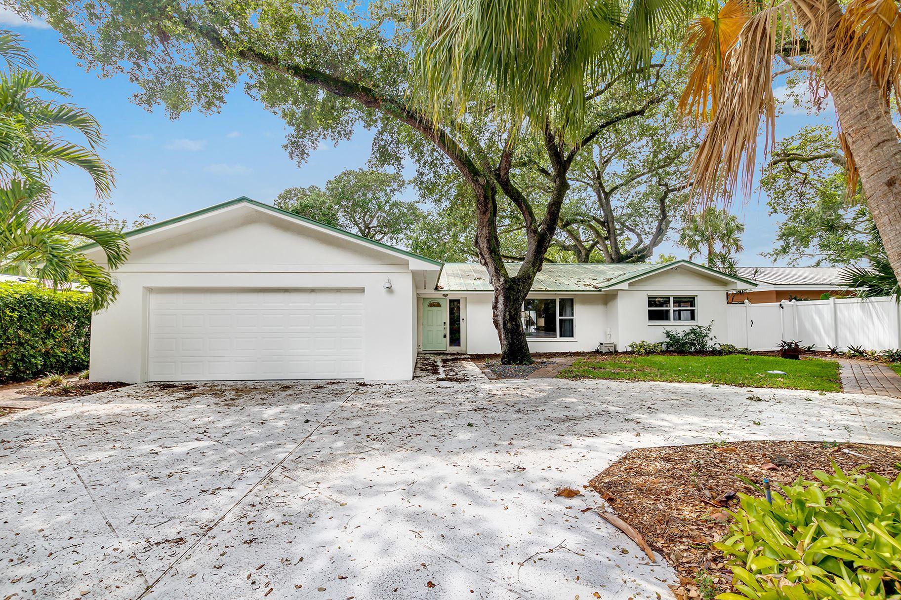 Photo of 12831 S Shore Drive, Palm Beach Gardens, FL 33410 (MLS # RX-10686352)