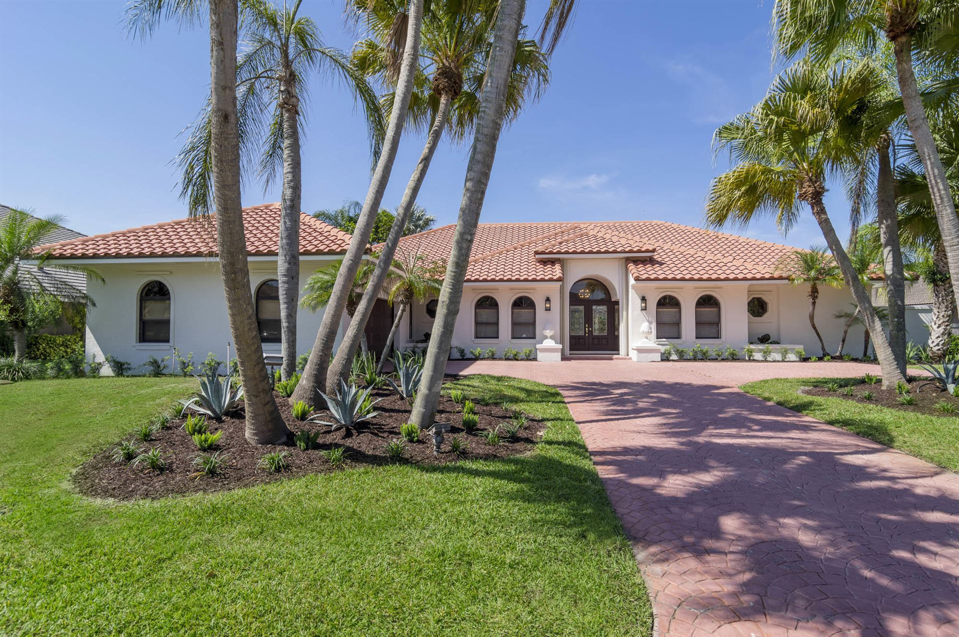 Photo of 4 Sheldrake Lane, Palm Beach Gardens, FL 33418 (MLS # RX-10715354)