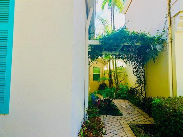 Photo of 55 Via Del Corso, Palm Beach Gardens, FL 33418 (MLS # RX-10557359)