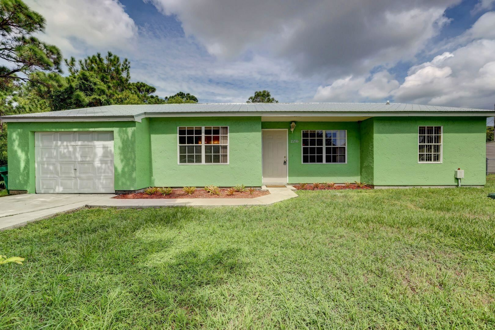 2216 SE Newcastle Terrace, Port Saint Lucie, FL 34952 - MLS#: RX-10746359