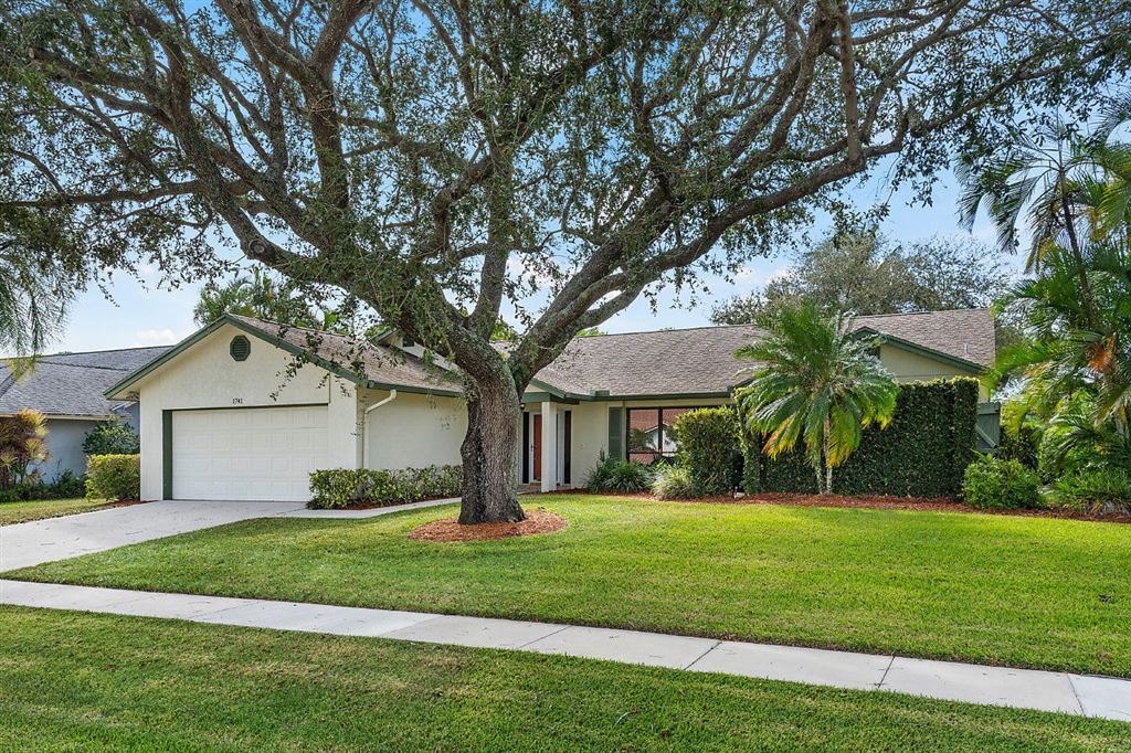 Photo 1 of Listing MLS rx-10568359 in 1741 Primrose Lane Wellington FL 33414