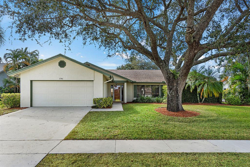 Photo 2 of Listing MLS rx-10568359 in 1741 Primrose Lane Wellington FL 33414